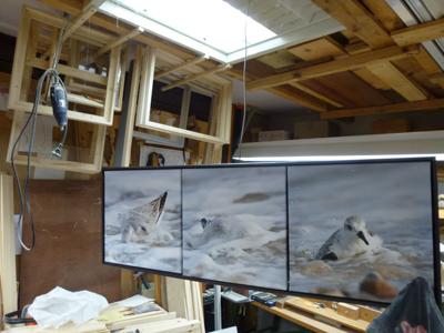 Das soeben fertiggestellte Bild noch in der Werkstatt.